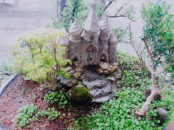 Forest-Style-Bonsai-with-Muslim-Mosque